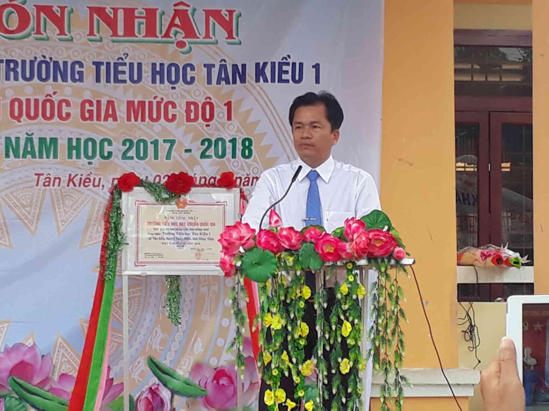 Ông Trần Văn Lập phó chủ tịch Ủy ban nhân dân huyện Tháp Mười phát biểu chỉ đạo.